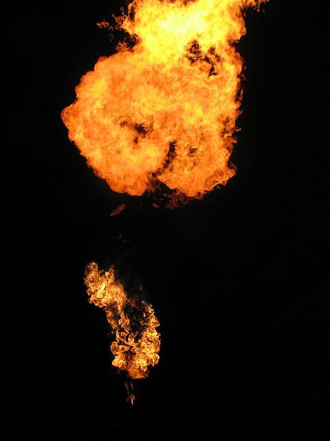 燃えさかる火の玉